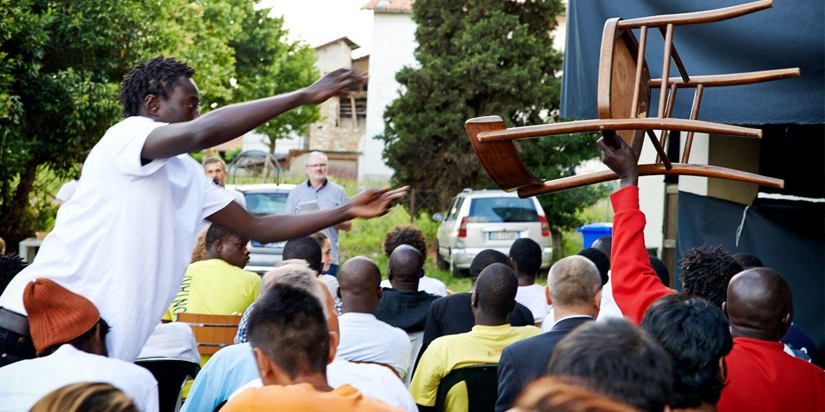 La partita dell'Italia vista insieme ai profughi dall'Africa, un iniziativa dell'Associazione Ruah, il Comune di San Paolo d'Argon e la parrocchia.