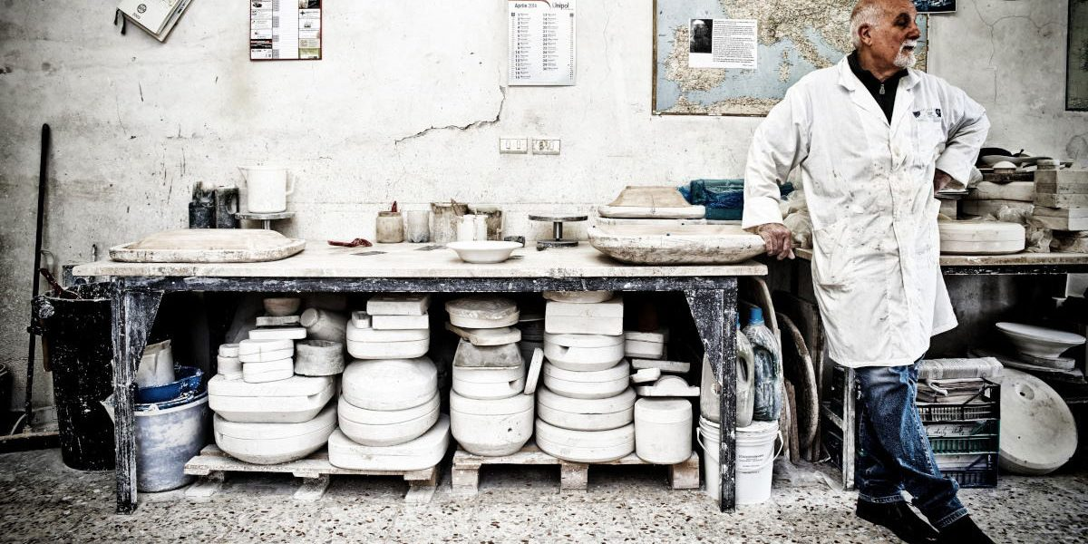 Works that disappear, the working of clay in Deruta, PG - Italy