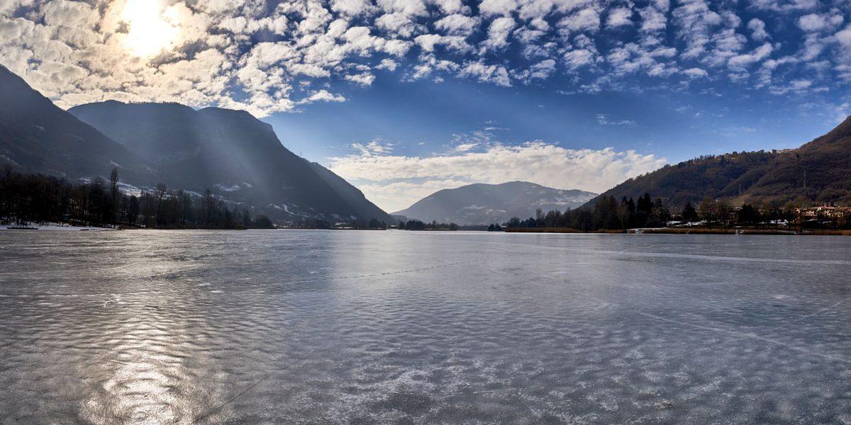 Il Lago di endine ghiacciato nel mese di Gennaio 2017